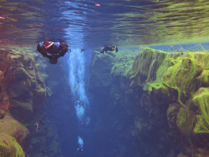 Dive between Europe and North America